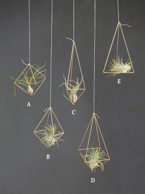Himmeli je 3D objekt z mosazných trubiček spojených do geometrické kontrukce