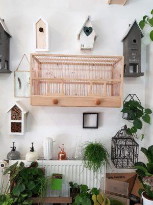 Dřevěná klec pro papoušky podle starého vzoru